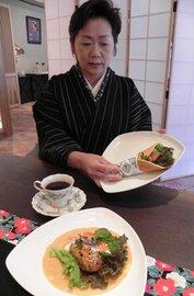 塩原温泉クレープ風B級グルメ「とて焼」に新メニュー 「湯の花地鶏とて」