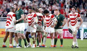ラグビーW杯準々決勝で南アフリカに敗れた日本代表の選手たち=20日夜、東京都調布市の味の素スタジアム