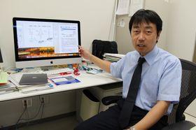 研究内容を説明する福田准教授=長崎市坂本1丁目、長崎大学病院