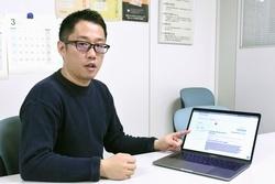 症状や遺伝情報から病名の候補を検索できるシステムについて説明する「ライフサイエンス統合データベースセンター」の藤原豊史特任助教