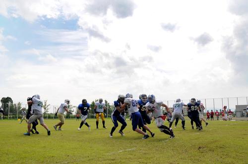 後半は真夏の日差しの下、熱い試合が繰り広げられた=撮影:Yohei kondo、7日、福井県立大学