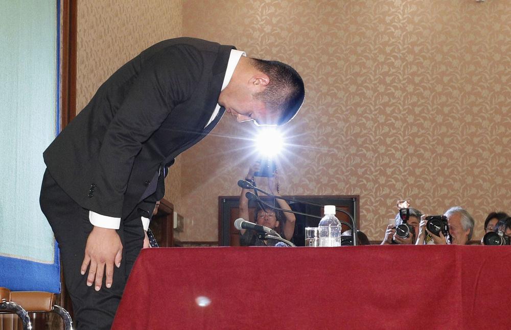 自らの過ちを認め記者会見に臨んだ日大の宮川泰介選手には称賛の声が集まった=5月22日・日本記者クラブ