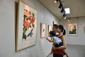 精緻で生き生きと描かれた生き物や植物が目を引く今森光彦さんの切り絵展