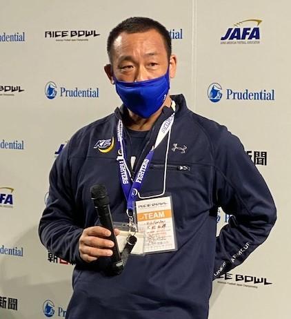 ライスボウルの試合後の記者会見で質問に答える関学大の大村和輝監督=東京ドーム