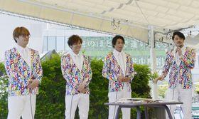 記念イベントに出席した歌謡コーラスグループ「純烈」のメンバー。(左から)酒井一圭、後上翔太、白川裕二郎、小田井涼平=23日、東京都内