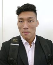 柔道のグランプリ大会への出発前に取材に応じる藤原崇太郎=22日午前、羽田空港