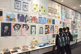 特別支援学級などに通う児童生徒の作品を集めた合同展