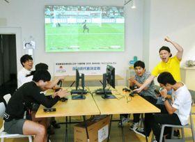 熱戦が繰り広げられたeスポーツサッカーの国体県代表決定戦(高知市駅前町)