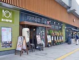 リニューアルオープンしたシャミネ松江の飲食ゾーンの外観=松江市朝日町