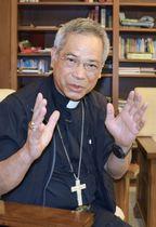 インタビューに答える洪山川・台北大司教区大司教(共同)
