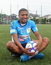 「セネガル代表のカリドゥ・クリバリが憧れ。対人が強くて足元も繊細」と話す星=駒大玉川キャンパスサッカー場