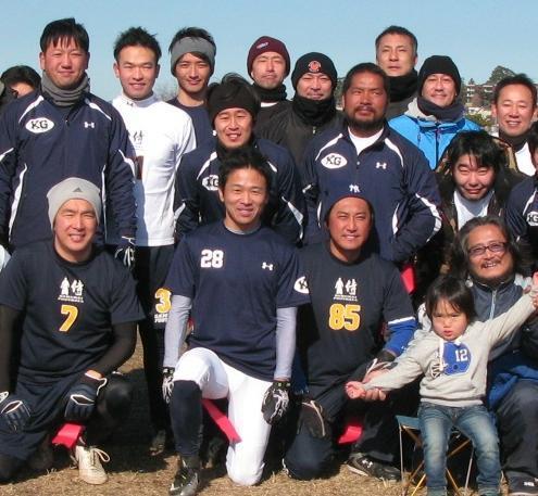 日米をまたにかけてフラッグフットボールに積極的に取り組む堀古さん(中央下)