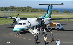 島民の足となっているORCのボンバルディアDHC8―Q200型機=壱岐市石田町、壱岐空港