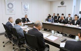 東京五輪・パラリンピックの調整会議。福島県からスタートする聖火リレーの日程が決定した=12日午前、東京都港区(代表撮影)