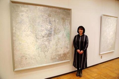 初の個展「時の譜」を開いた水田陽子さん=明石市上ノ丸2