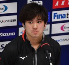 W杯男子シンクロ高飛び込みで12位に入り、取材に応じる伊藤=1日、東京アクアティクスセンター
