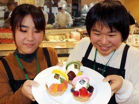 あさひ製菓と開発したタルトを披露する山口大生