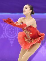 女子フリーで演技するザギトワ選手