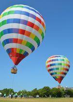 昨年の熱気球フライト体験会。参加者は過去最多だった(草津市下物町)=同市提供
