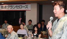 今後の意気込みを語る柳沢監督(右)