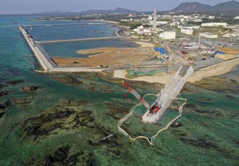 米軍普天間飛行場移設のための埋め立てが進む沖縄県名護市辺野古の沿岸部=14日午前(小型無人機から)