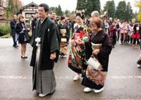 花嫁行列練り歩き、集落幸せ包む 新潟・上越