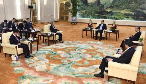 外相「首脳会談へ準備進める」