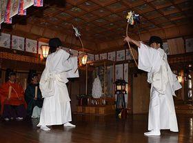 例祭で奉納された津軽神楽の天王の舞