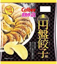 ポテトチップス円盤餃子味の商品パッケージ