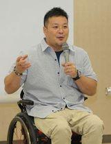 きょうや・かずゆき 1971年室蘭市生まれ。室蘭大谷高(現道大谷室蘭高)在学中からサッカーの日本ユース代表として活躍し、バルセロナ五輪代表候補にもなった。卒業後はジェフ市原(現千葉)に入団。パラリンピックは08年北京大会で日本選手団主将を務め、12年のロンドン大会を最後に現役を引退した。現在は車いすバスケ男子日本代表アシスタントコーチなどを務める。47歳。