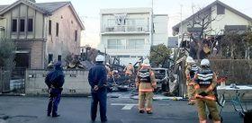 1人が救急搬送された住宅火災の現場=19日午後4時半すぎ、さいたま市浦和区大東