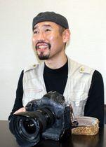 戦場カメラマンの渡部陽一さん(2015年撮影)