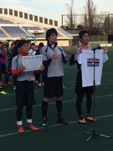 一般男子の部で優勝した京都ジュベナイルズ=12月21日、川崎富士見球技場