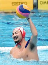 報道陣に公開された水球男子日本代表の合宿で笑顔を見せる志水=国立スポーツ科学センター