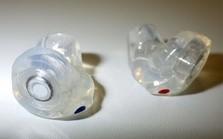 音のニュアンスを損なわずに音圧を下げる「ミュージシャン耳栓」