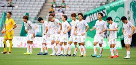 【東京V―愛媛FC】引き分けに終わり悔しそうな表情の愛媛FCイレブン=味の素スタジアム