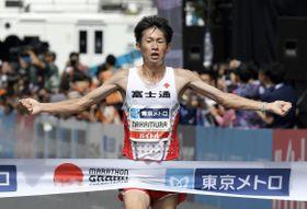 「マラソングランドチャンピオンシップ」(MGC)の男子で優勝し、2020年東京五輪の日本代表に決まった中村匠吾=15日、東京・明治神宮外苑