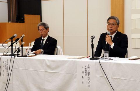 島鉄再生に向けての経営方針などを語る永井氏(右)と本田氏=島原市弁天町、ホテル南風楼