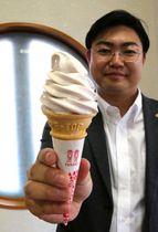 北海道産小豆のあんと甘酒の粉末を加え、「大手まんぢゅう」の味を再現したソフトクリーム