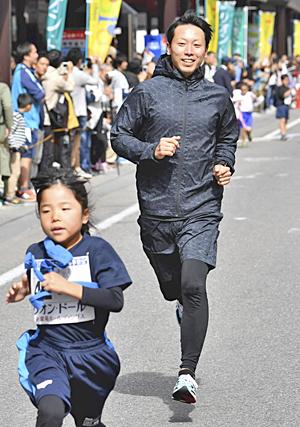 安西秀幸さん「向上心大切」 会津若松市まちなか子ども夢駅伝