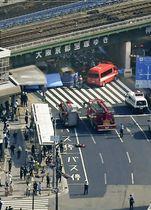 市営バスが歩行者を多数はね、騒然とする神戸市のJR三ノ宮駅付近=21日午後2時55分(共同通信社ヘリから)