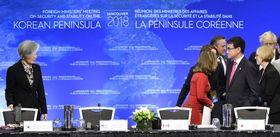 北朝鮮の核・ミサイル問題に関する外相会合で、韓国の康京和外相(左)を見つめる河野外相(右手前)=16日、バンクーバー(共同)