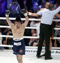 WBAミドル級戦で、ロブ・ブラントを2回TKOで破り王座に復帰した村田諒太=12日、大阪市のエディオンアリーナ大阪