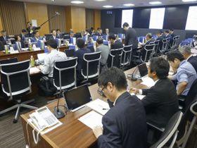 南海トラフ巨大地震での対応を議論する「中央防災会議」の有識者会合=23日午前、内閣府