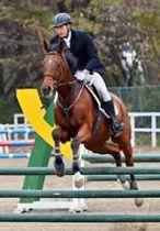 開幕した近代五種全日本選手権大会の男子馬術競技=壬生乗馬クラブ