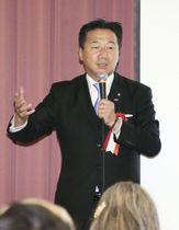 講演する立憲民主党の福山幹事長=20日午後、徳島市