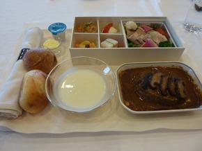 JALの成田―ホノルル線ビジネスクラスで提供される機内食