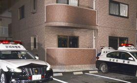 火災で2人が死亡した宮城県名取市のマンション=15日午後7時