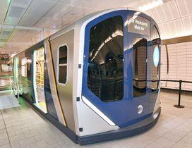 川崎重工業が受注する見通しになったニューヨーク市交通局の新型地下鉄車両の模型(NYCT提供・共同)
