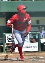 福島―信濃 一回信濃1死二塁、井上が先制の右中間二塁打を放つ。井上は2打席連続本塁打を含む5安打5打点の活躍
